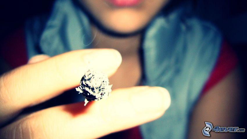 chica con cigarrillo