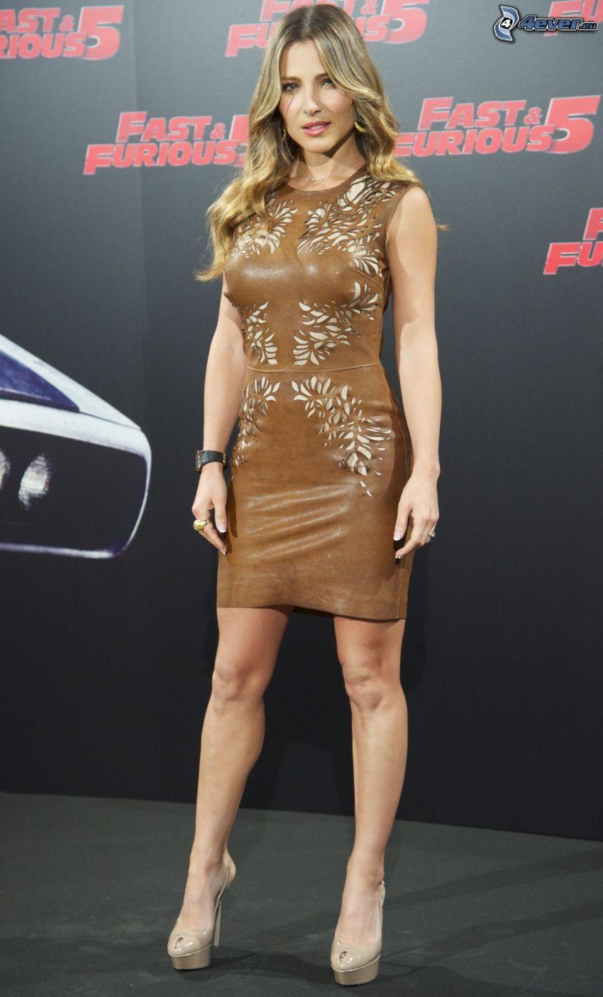 Elsa Pataky, vestido marrón