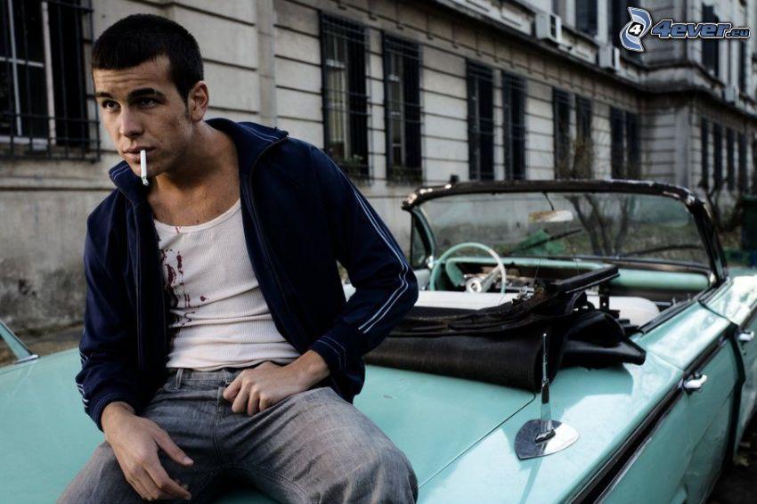 hombre, cigarrillo, coche, descapotable