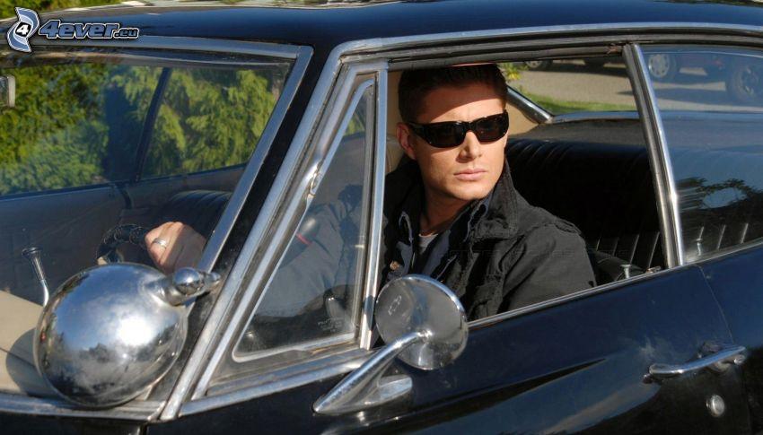 hombre, gafas de sol, coche