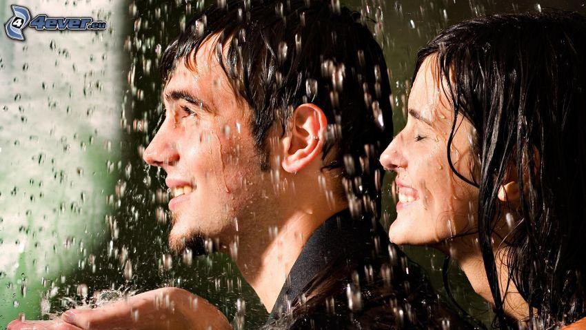 hombre y mujer, lluvia