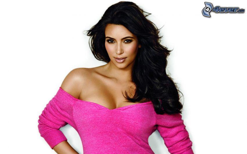 Kim Kardashian, vestido de color rosa