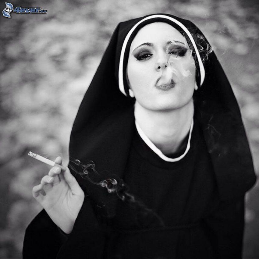 monja, fumar, Foto en blanco y negro