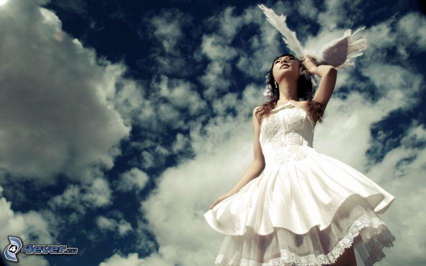 morena, vestido blanco, cielo, nubes