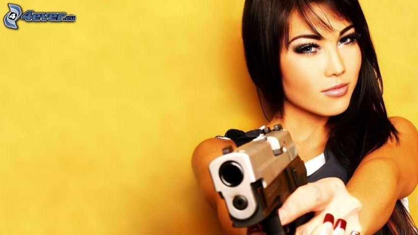 mujer con arma