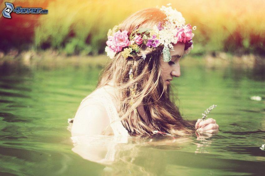 mujer en agua, chica, corona