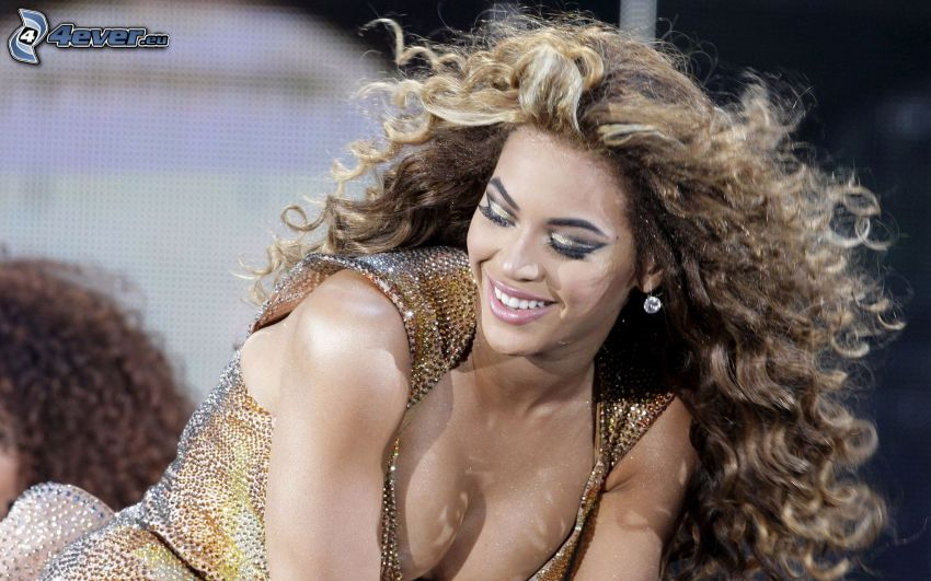 Beyoncé Knowles, escote, cabello rizado
