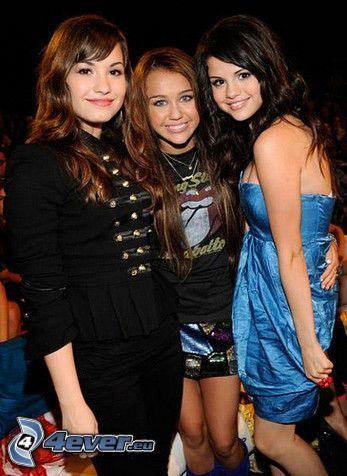 cantantes, actrices, Selena Gomez, Demi Lovato, Miley Cyrus