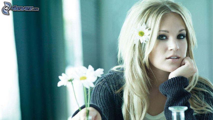 Carrie Underwood, flores blancas