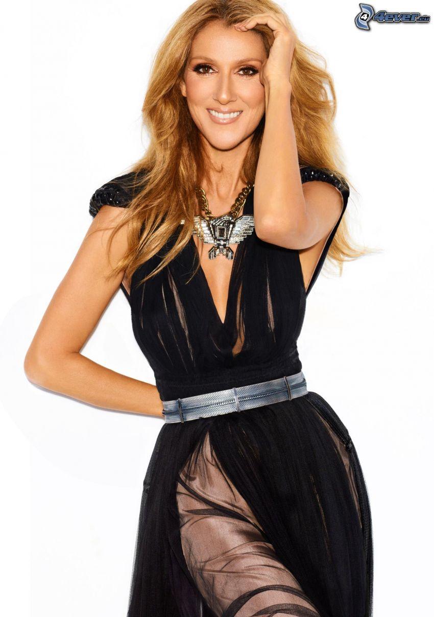 Celine Dion, sonrisa, vestido negro