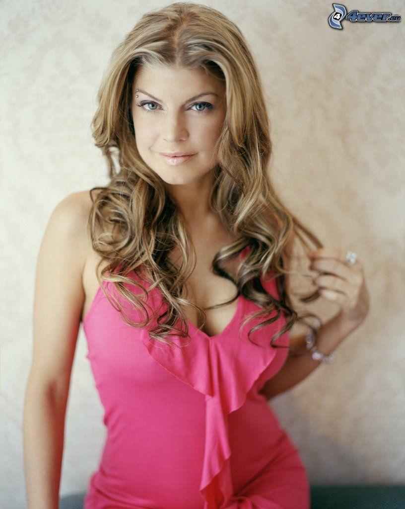 Fergie, cantante, escote
