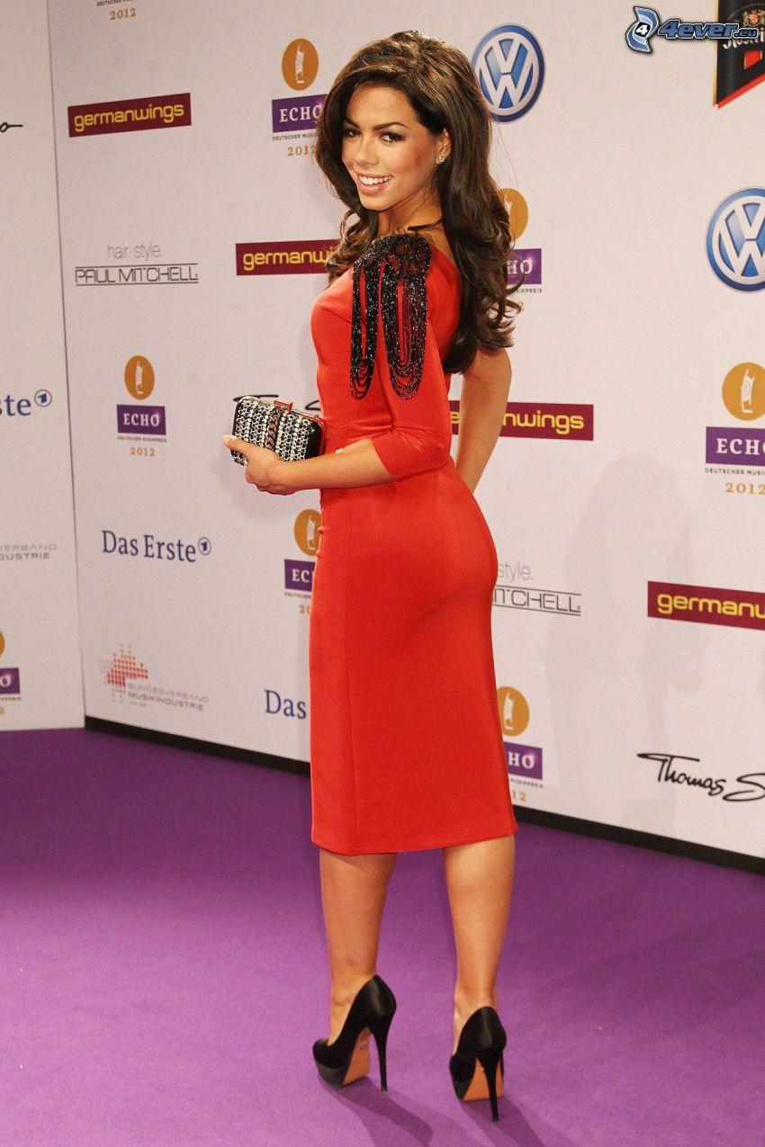 Fernanda Brandao, vestido rojo