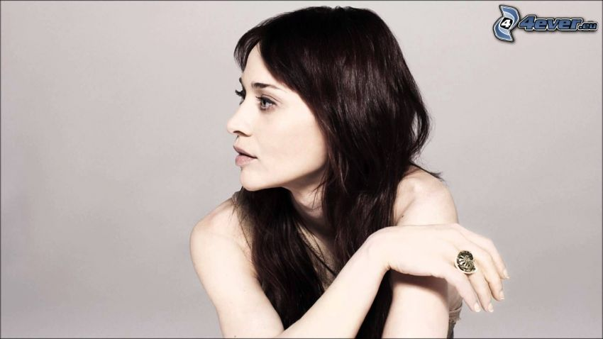 Fiona Apple, mirada, anillo