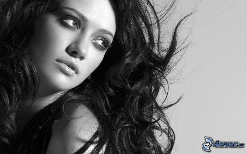 Hilary Duff, Foto en blanco y negro