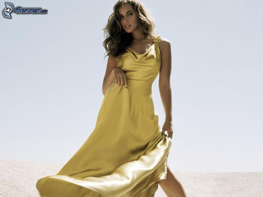 Leona Lewis, vestido amarillo
