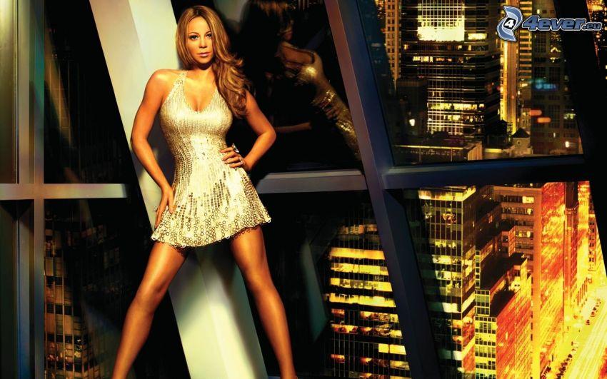 Mariah Carrey, rascacielos, ciudad de noche, vestido de lentejuelas