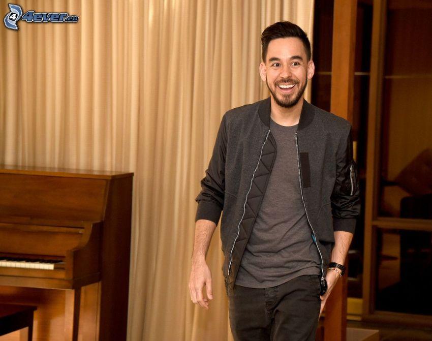 Mike Shinoda, piano, risa