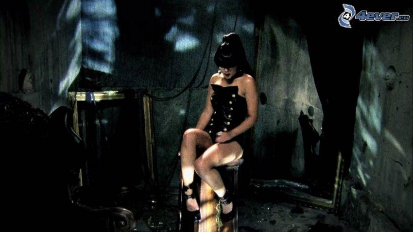 Natalia Kills, lío, edificio, habitación