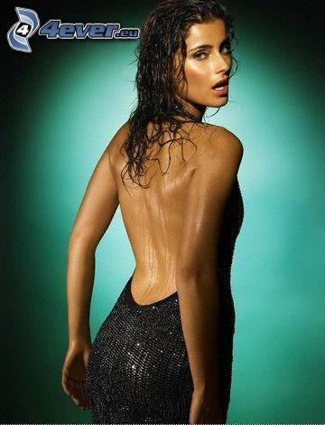Nelly Furtado, espalda