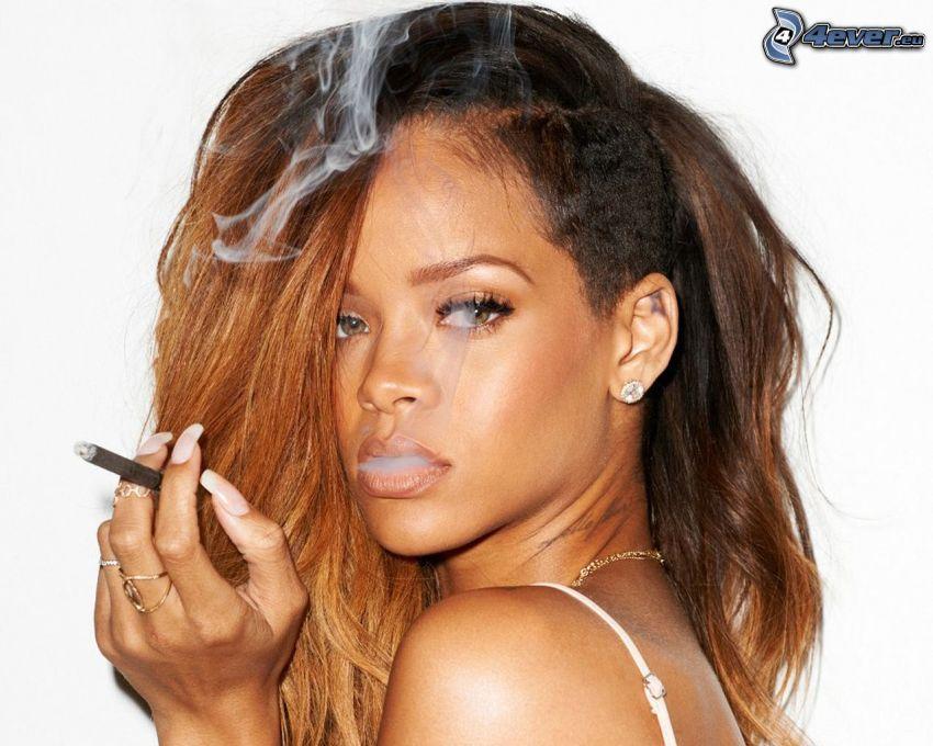 Rihanna, fumar