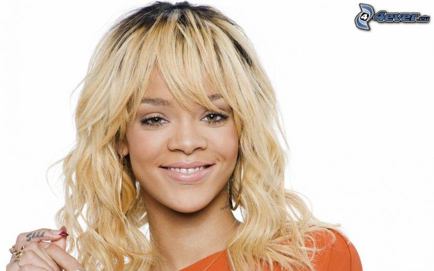 Rihanna, rubia