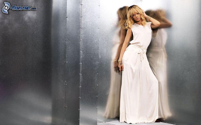 Rihanna, vestido blanco