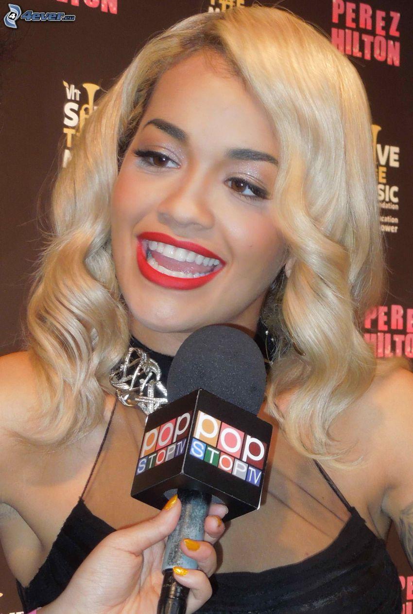 Rita Ora, micrófono