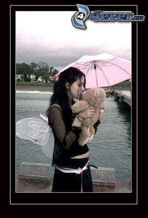 niña con un oso peluche, paraguas