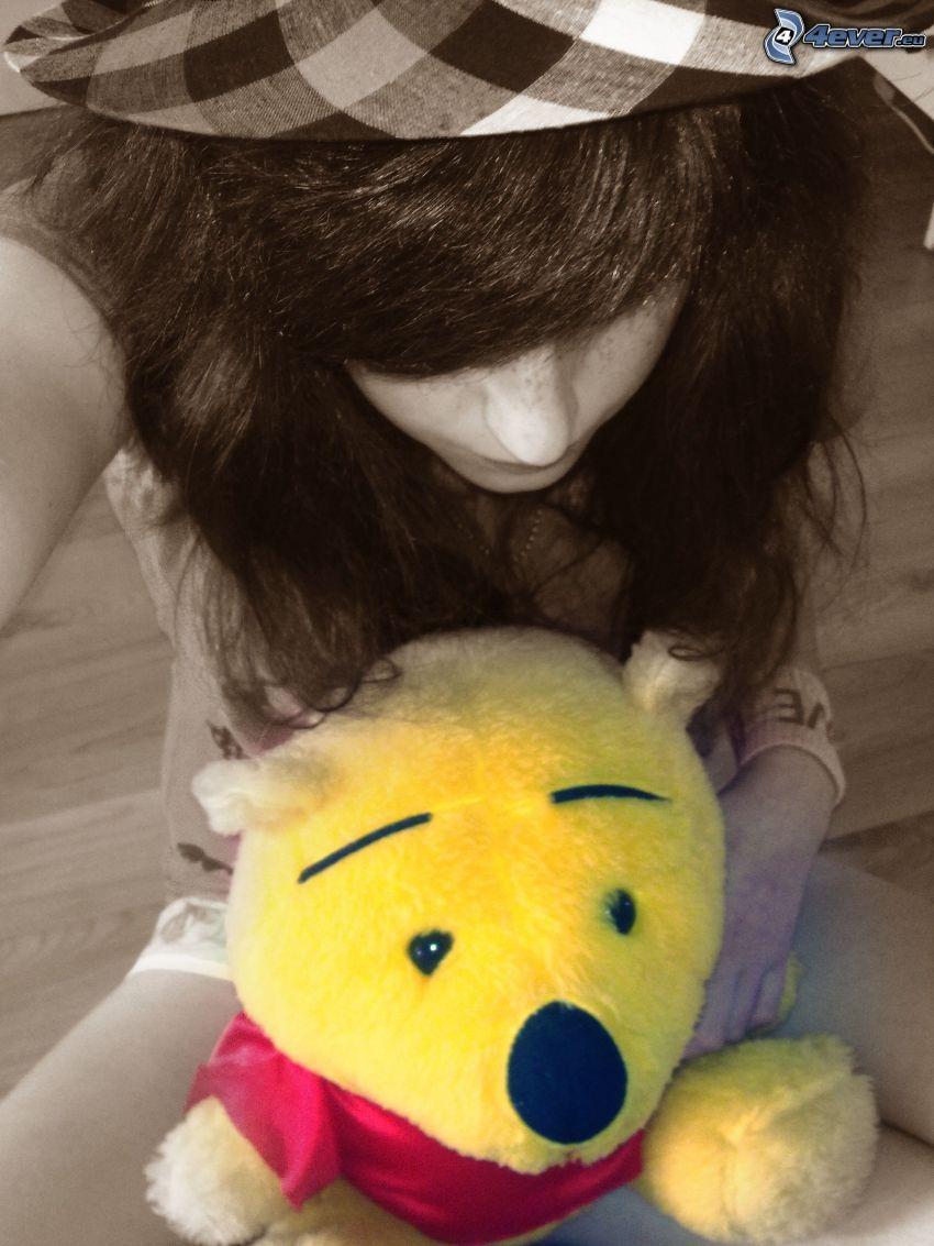 niña con un oso peluche, Winnie the Pooh, oso de peluche