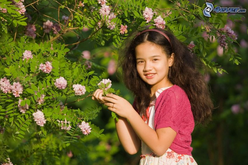 chica, árbol florido