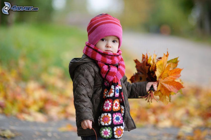 chica, hojas de otoño
