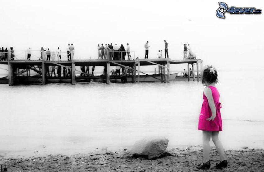chica, playa rocosa, mar, personas, muelle