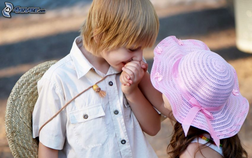 niño y niña, amor, beso