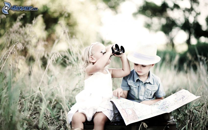 niño y niña, mapa, prismáticos