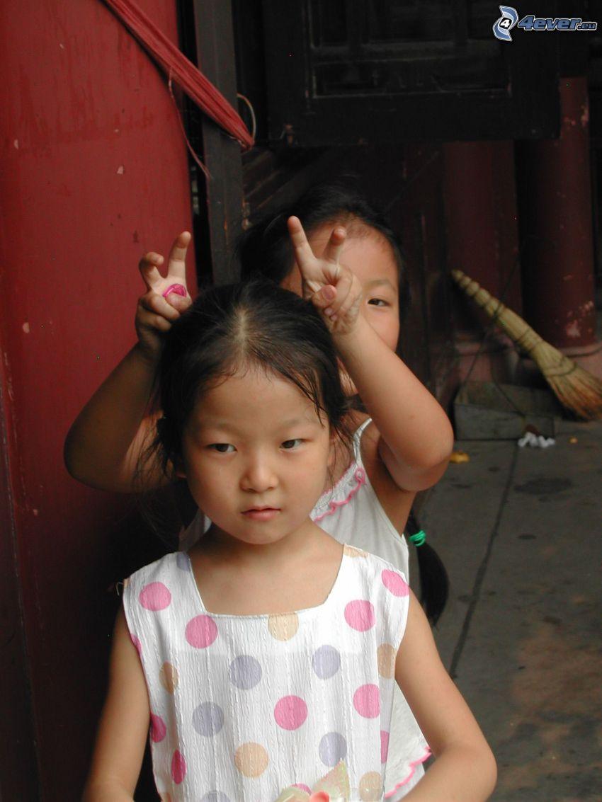 niños, China, cuernos
