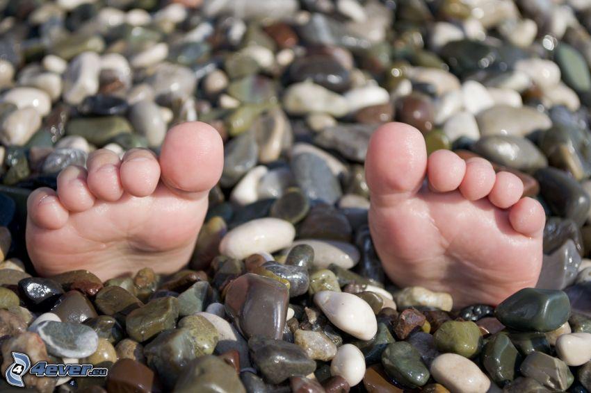 pies, piedras