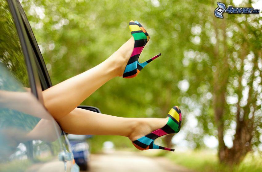 zapatos con tacón, pies