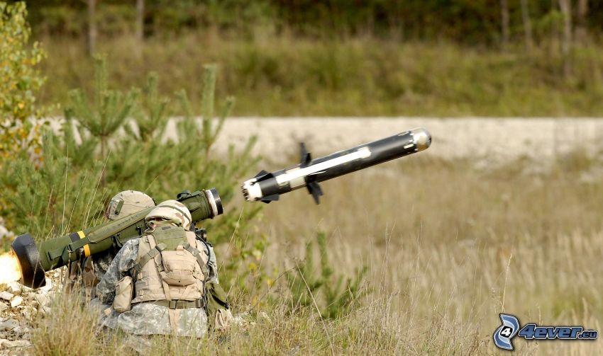 Lanzador, cohete, soldados, árboles, hierba
