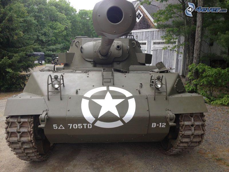 M18 Hellcat, tanque, árboles