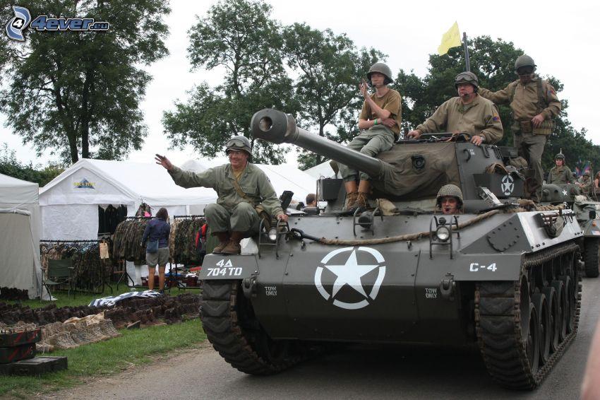 M18 Hellcat, tanque, soldados, tienda de campaña