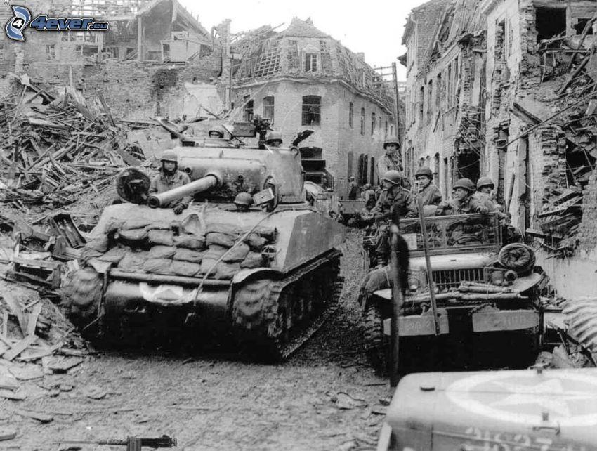 M18 Hellcat, tanques, ciudad en ruinas, foto vieja, Foto en blanco y negro