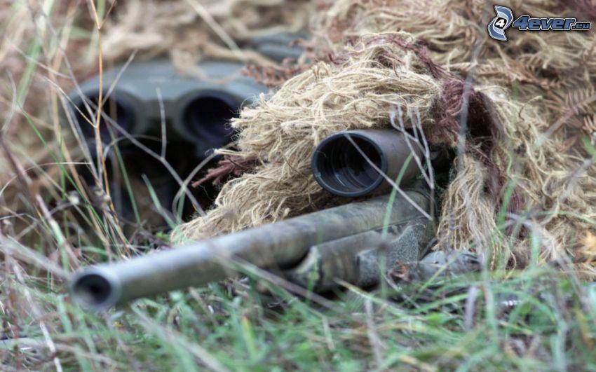 sniper, soldado con una pistola