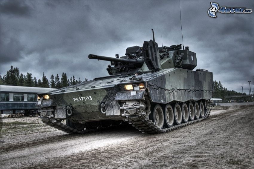 tanque, nubes oscuras, HDR