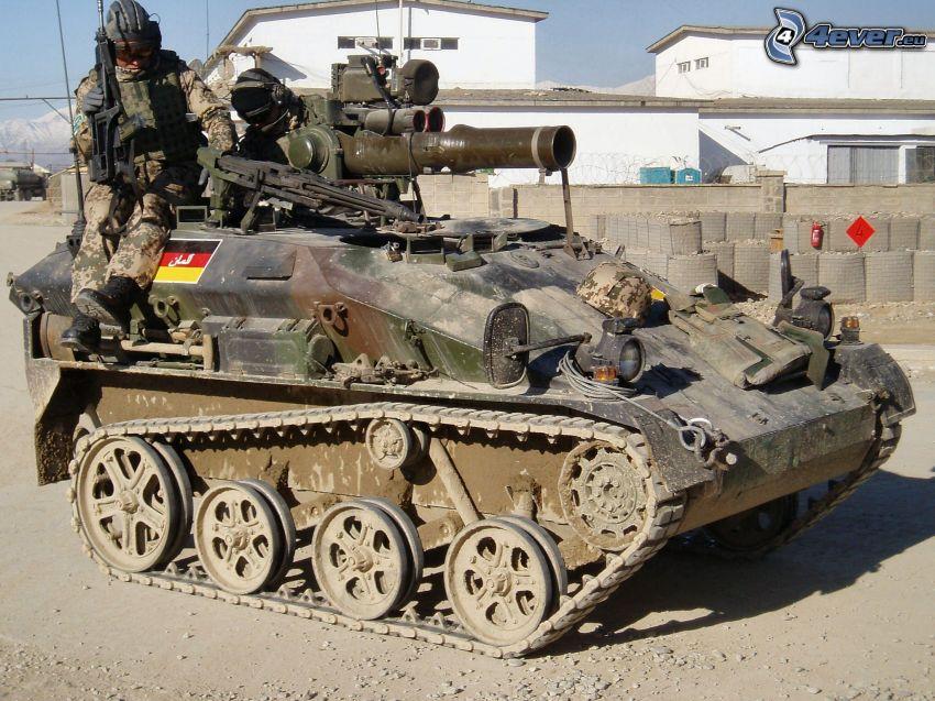 Wiesel AWC, tanque, soldados, base