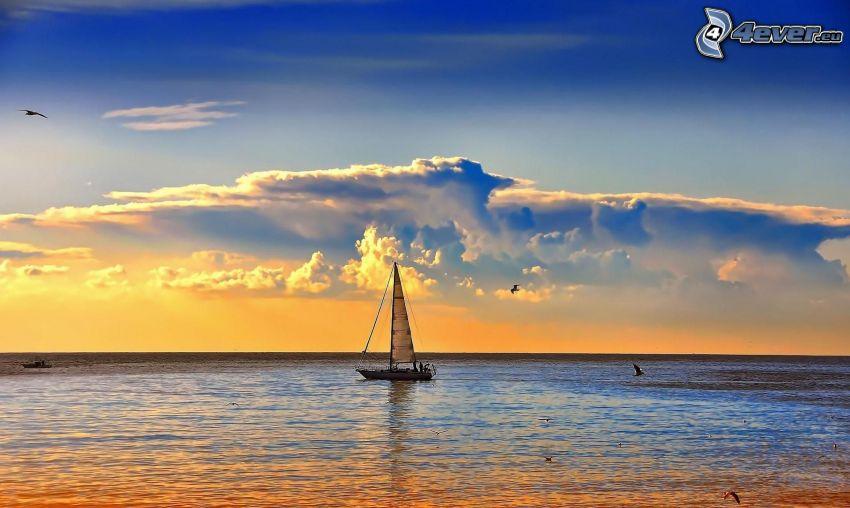 barco en el mar, nubes