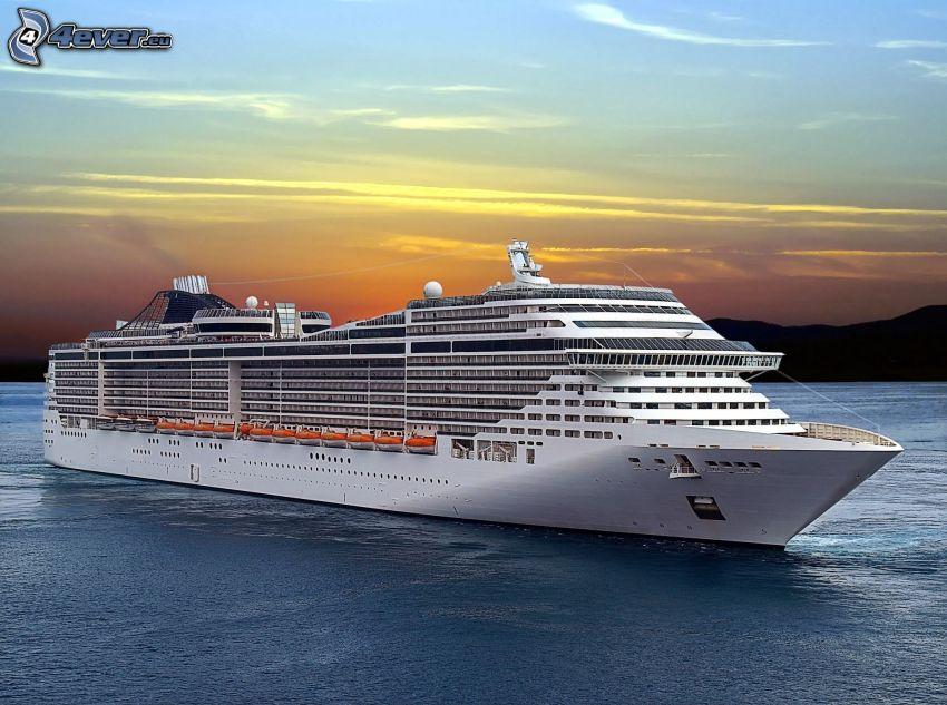 Barco lujoso, después de la puesta del sol
