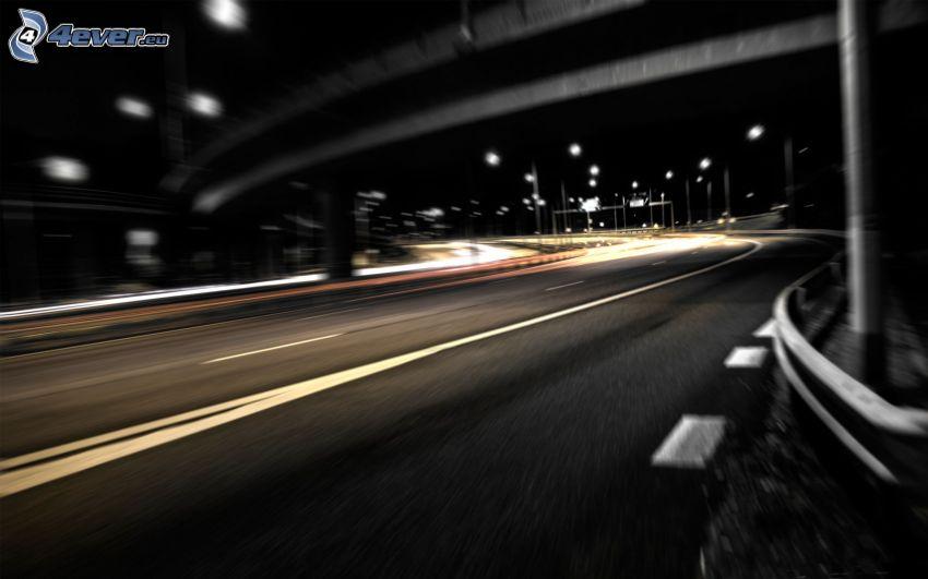 carretera de noche, bajo el puente
