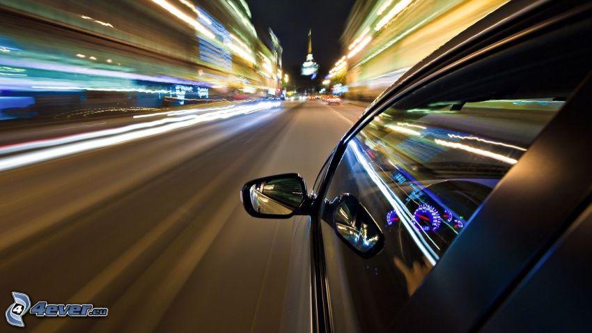 ciudad de noche, coche, espejo retrovisor