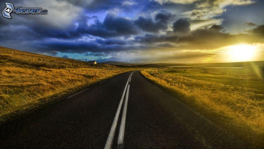 puesta de sol sobre la carretera, HDR