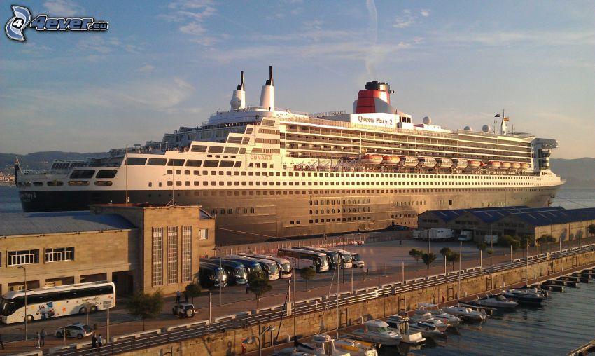 Queen Mary 2, Barco lujoso, puerto